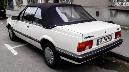 Voiture de collection « Opel Ascona Cabriolet »