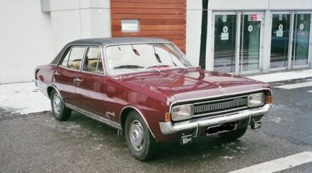 Voiture de collection « Opel commodore »