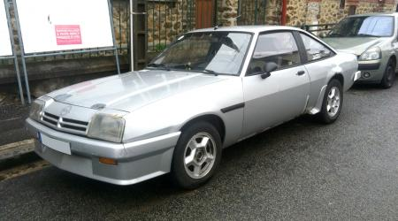 Voiture de collection « Opel Manta »