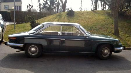 Voiture de collection « Panhard 24 BT »