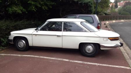 Voiture de collection « Panhard 24 »