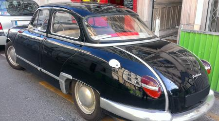 Voiture de collection « Panhard Dyna Z »