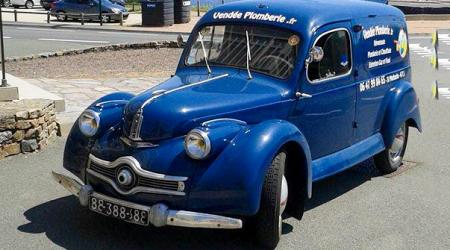 Voiture de collection « Panhard Dyna K Fourgonette »