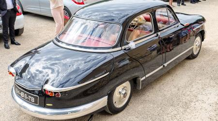 Voiture de collection « Panhard PL17 »