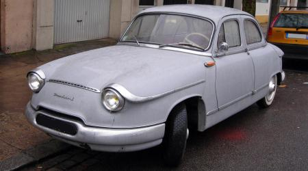 Voiture de collection « Panhard PL 17 »