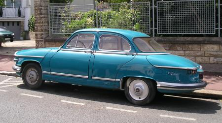 Voiture de collection « Panhard PL17 bleue »