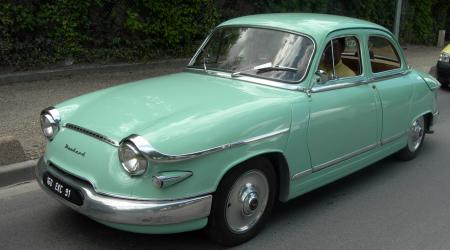 Voiture de collection « Panhard PL17 L4 de 1961 »