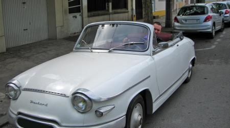 Voiture de collection « Panhard PL 17 cabriolet »