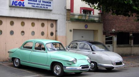 Voiture de collection « Panhard PL17 et Dyna Z »
