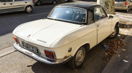 Voiture de collection « Peugeot 304 coupé »