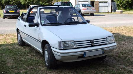 Voiture de collection « Peugeot 205 CJ »