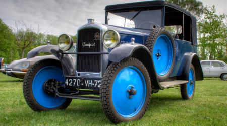 Voiture de collection « Peugeot type 190 »