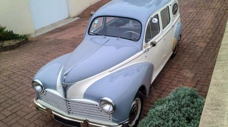 Voiture de collection « Peugeot 203 break »