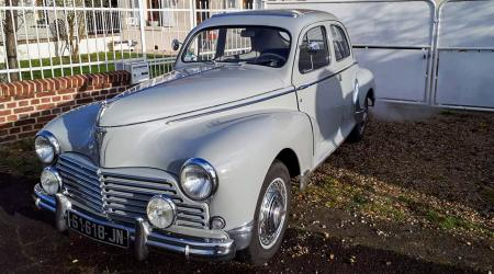 Voiture de collection « Peugeot 203 »