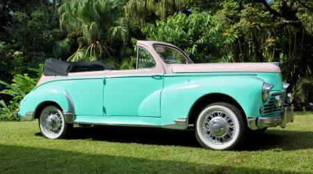 Voiture de collection « Peugeot 203 cabriolet 1958, 4 places, Letourneur & Marchand »