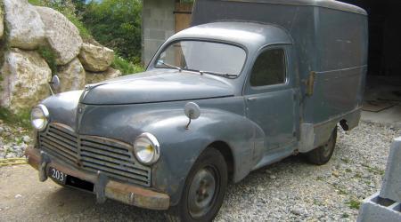 Voiture de collection « Peugeot 203 utilitaire