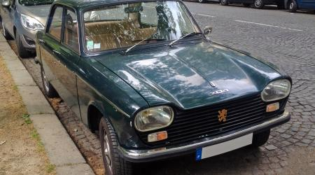 Voiture de collection « Peugeot 204 »