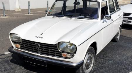 Voiture de collection « Peugeot 204 Break »