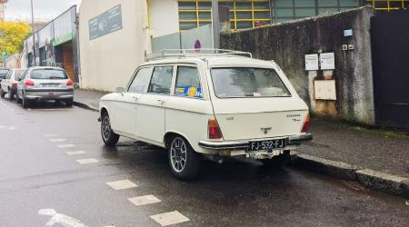 Voiture de collection « Peugeot 204 break diesel »