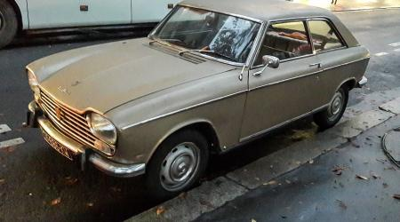 Voiture de collection « Peugeot 204 coupé »