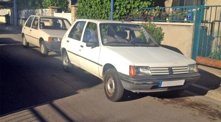 Voiture de collection « Peugeot 205 »
