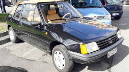 Voiture de collection « Peugeot 205 CT »