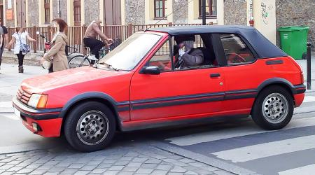Voiture de collection « Peugeot 205 CTI »
