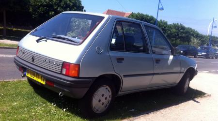Voiture de collection « Peugeot 205 GR »