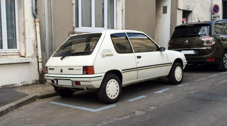 Voiture de collection « Peugeot 205 Green »