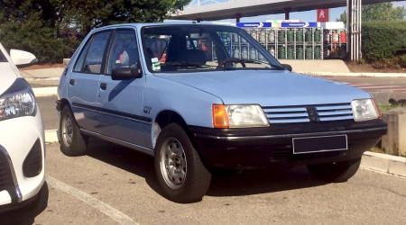 Voiture de collection « Peugeot 205 GT »