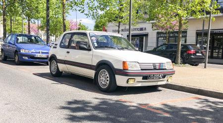 Voiture de collection « Peugeot 205 GTI 1.6l »