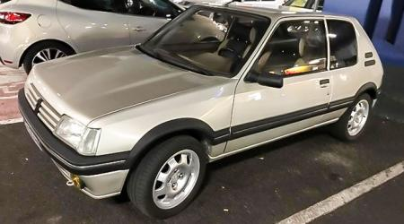 Voiture de collection « Peugeot 205 GTI 1.9 »