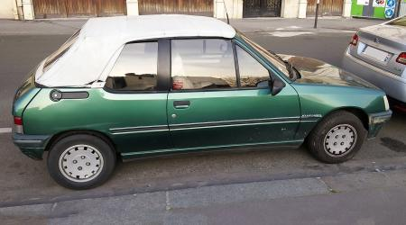 Voiture de collection « Peugeot 205 Rolland Garros »