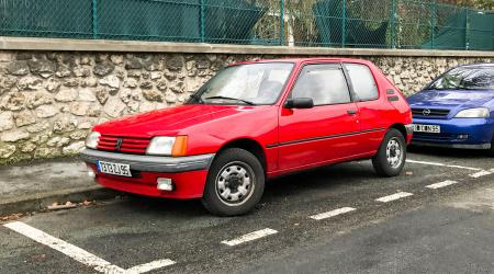 Voiture de collection « Peugeot 205 XS »