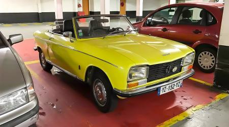 Voiture de collection « Peugeot 304 Cabriolet »