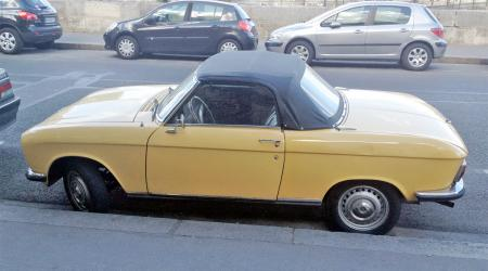 Voiture de collection « Peugeot 304 coupé cabriolet »