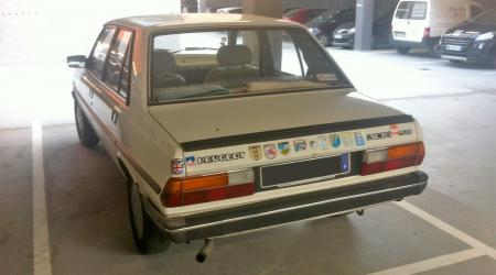Voiture de collection « Peugeot 305 SR »