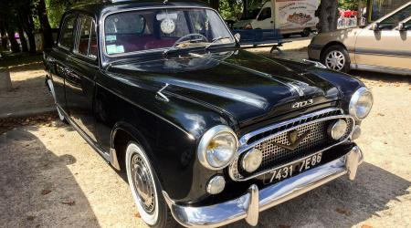 Voiture de collection « Peugeot 403 »