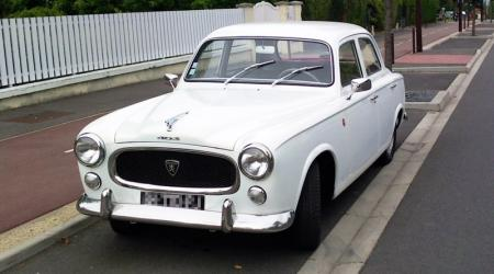 Voiture de collection « Peugeot 403 blanche »