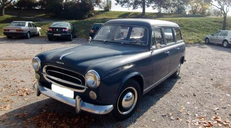 Voiture de collection « Peugeot 403 break »