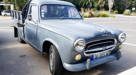 Voiture de collection « Peugeot 403 pickup »