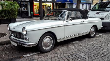 Voiture de collection « Peugeot 404 cabriolet »