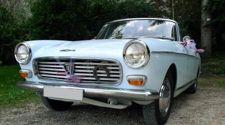Voiture de collection « Peugeot 404 Cabriolet bleue »