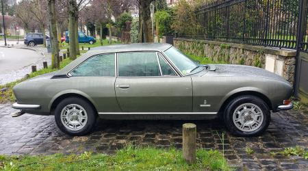 Voiture de collection « Peugeot 504 coupé »
