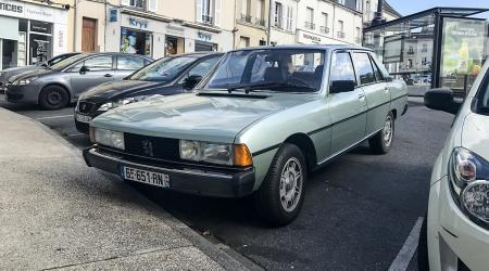 Voiture de collection « Peugeot 604 SL »