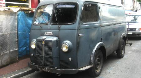 Voiture de collection « Peugeot D4 »