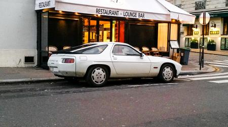 Voiture de collection « Porsche 928 »