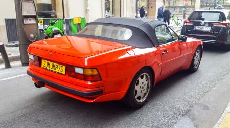 Voiture de collection « Porsche 944 Cab »