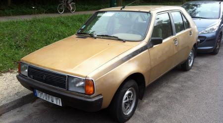 Voiture de collection « Renault 14 TS dorée »
