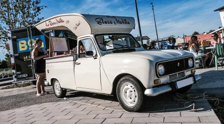 Voiture de collection « Renault 4 F6 - La Glace Mobile »